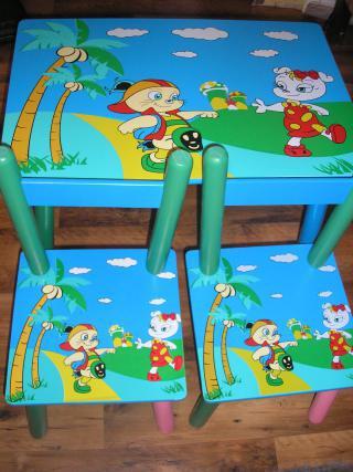 Dětský stolek a 2 židličky