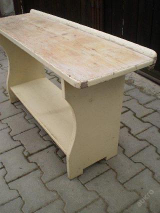 Starožitná lavička na chalupu