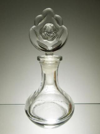 Starožitná karafka na parfém
