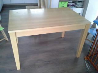 Jídelní stůl Ton