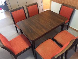 Jídelní stůl + 6 židlí